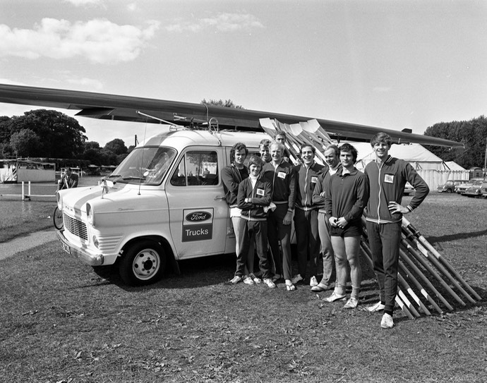 1971 Transit Supervan Team Bus with Scullers neg 509-11
