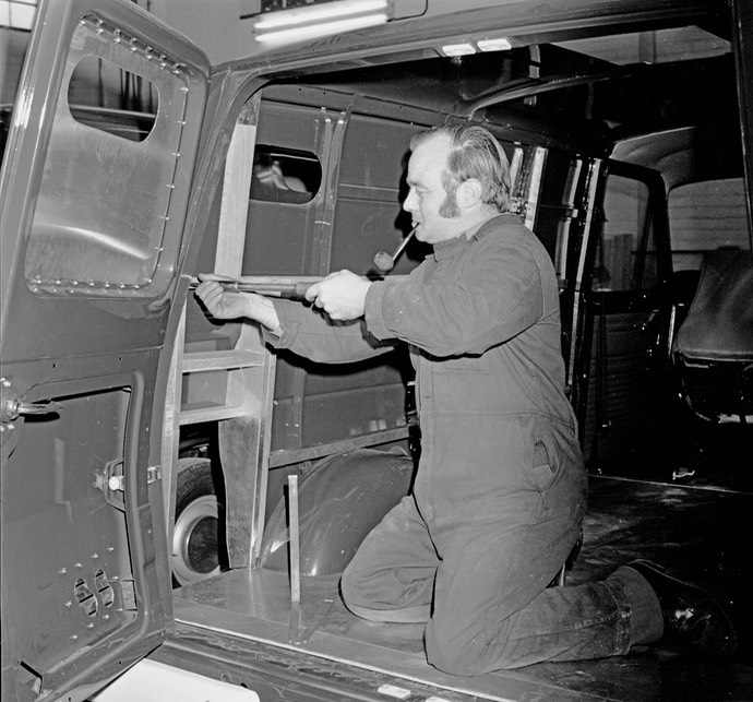 1974 Transit Security vehicle construction neg 1047-19